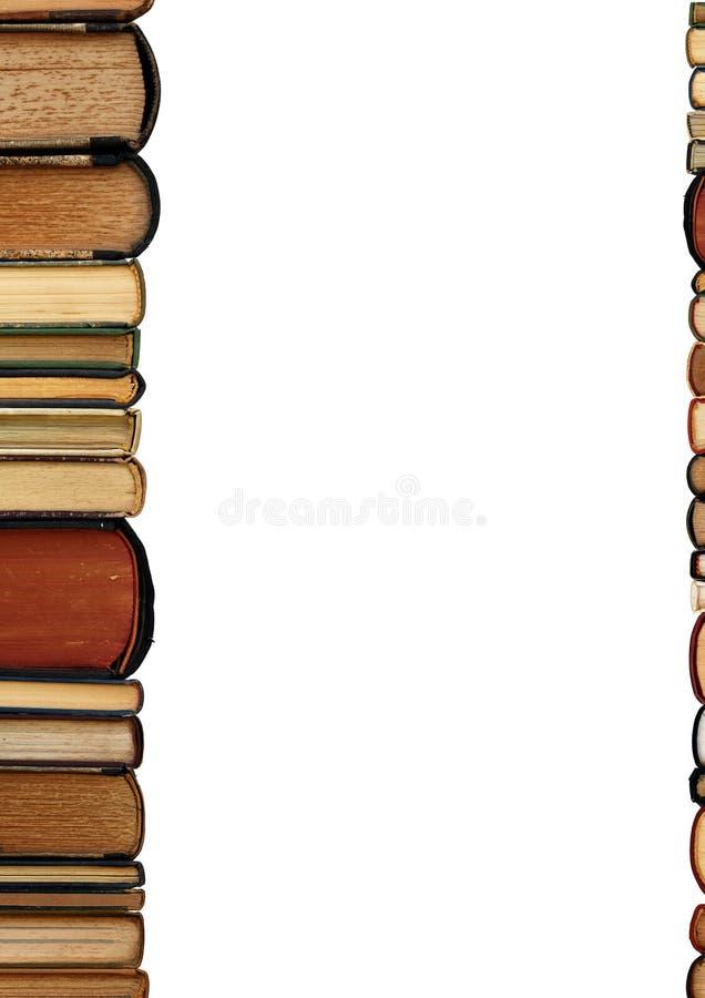 Um fundo do branco dos livros velhos da pilha fotos de stock
