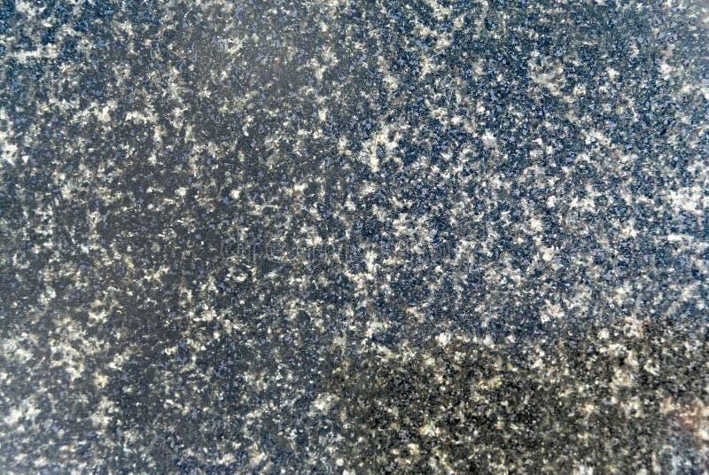 Um geólogo pôde definir o granito como um grosseiro-grained, quartzo foto de stock