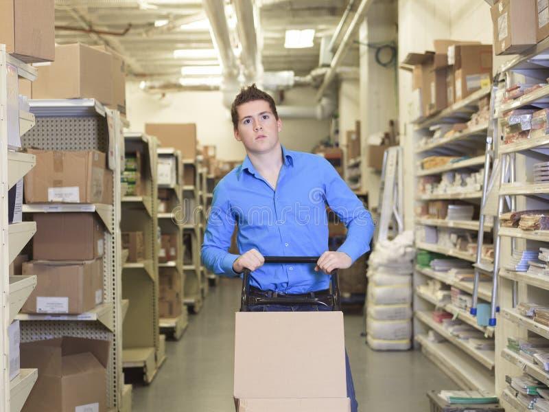 Um gerente bonito do armazém fotografia de stock