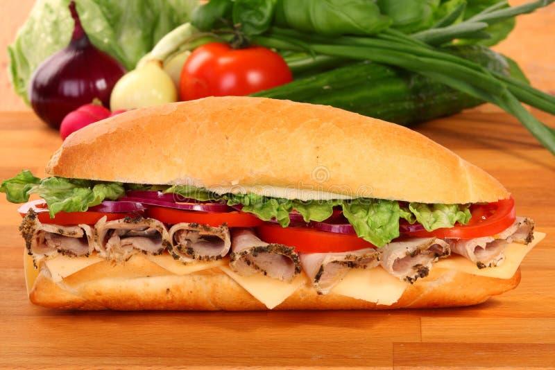 Um grande sanduíche do presunto e do tomate imagens de stock