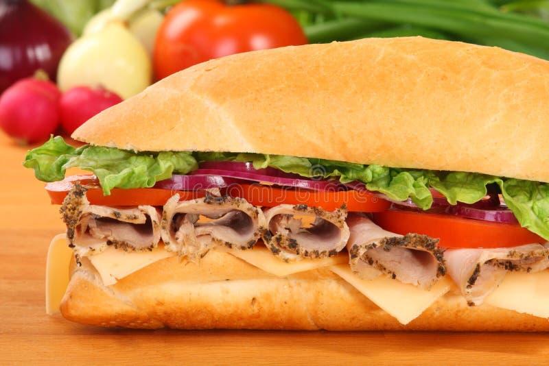 Um grande sanduíche do presunto e do tomate fotos de stock royalty free