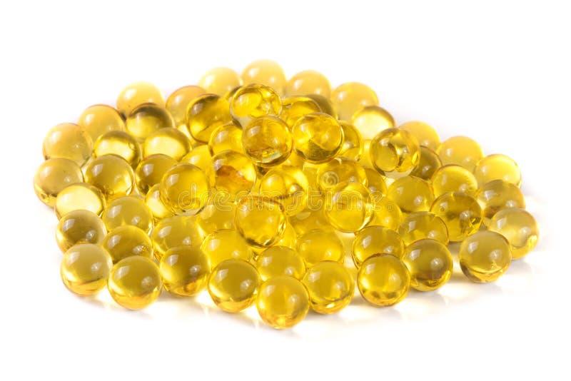Um grupo das cápsulas do óleo de peixes isoladas no fundo branco fotos de stock
