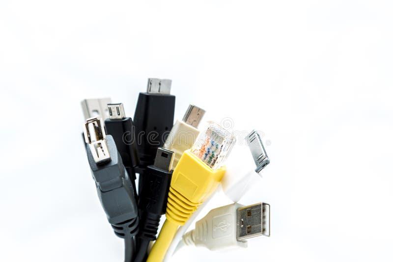 Um grupo das tomadas de USB isoladas em um backgroun branco imagem de stock