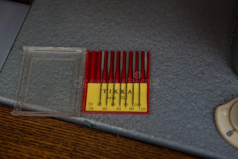 Um grupo de agulhas para a máquina de costura foto de stock