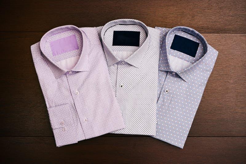 Um grupo de 3 camisas do ` s dos homens fotografia de stock royalty free