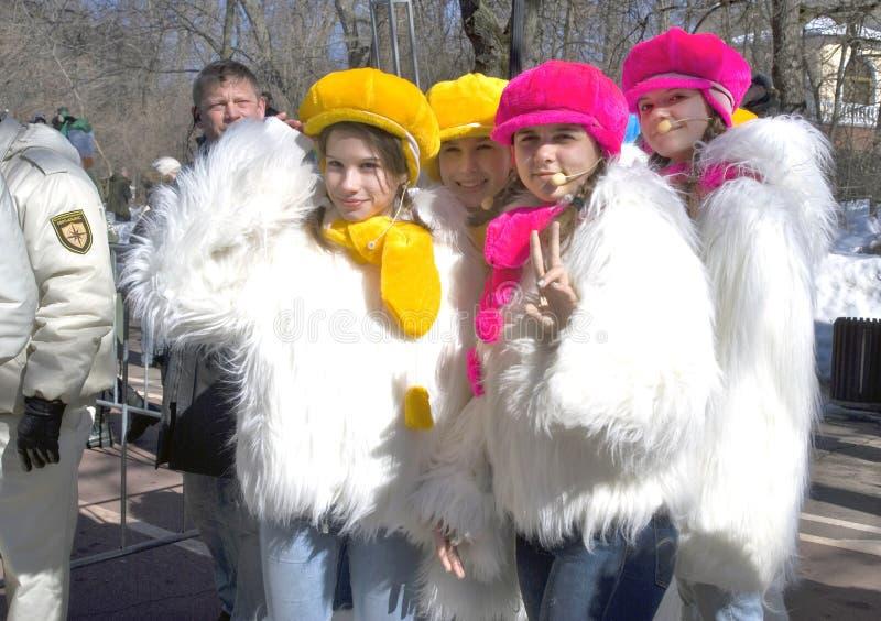Um grupo de dançarinos novos está pronto para executar fotos de stock royalty free