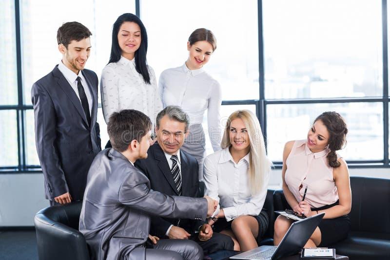 Um grupo de homens de negócios foto de stock royalty free
