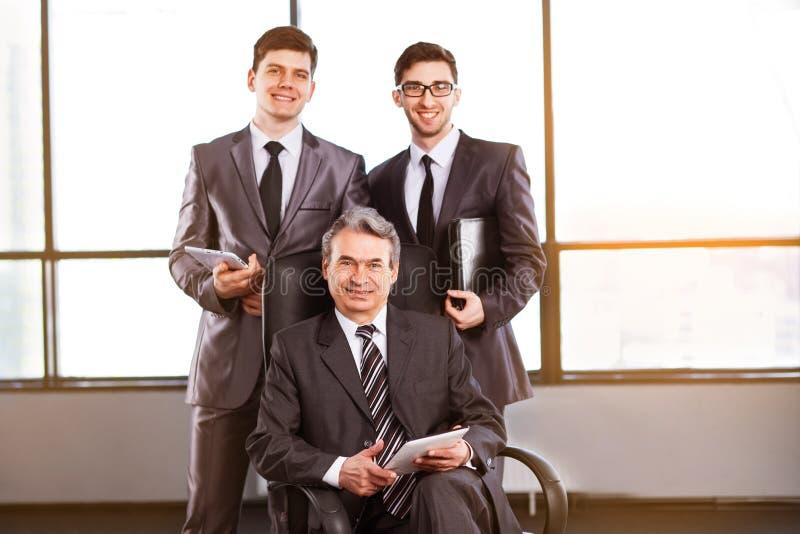 Um grupo de homens de negócios fotos de stock royalty free