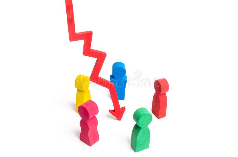 Um grupo de povos coloridos está em um círculo em torno da seta vermelha para baixo Análise da situação e da solução do problema imagem de stock