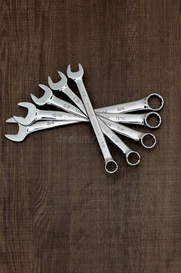 Um grupo de vanádio do cromo em aberto e de chaves inglesas do anel imagens de stock royalty free