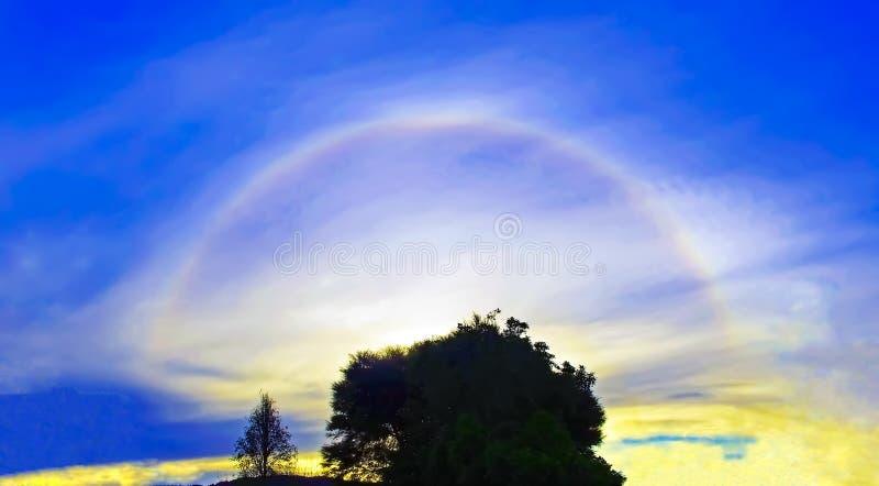 Um halo raro do sol de 22 graus fotos de stock royalty free
