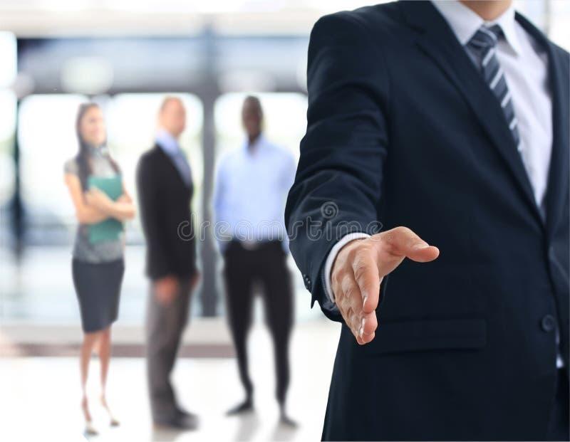 Um homem de negócio com uma mão aberta foto de stock royalty free