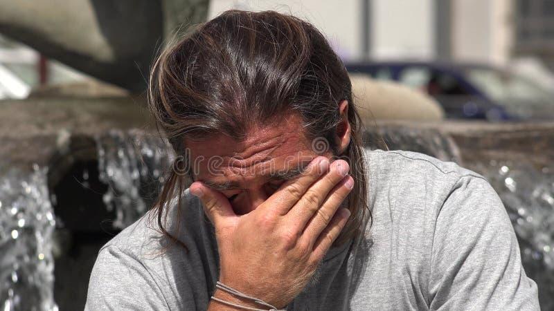 Um homem deprimido foto de stock royalty free