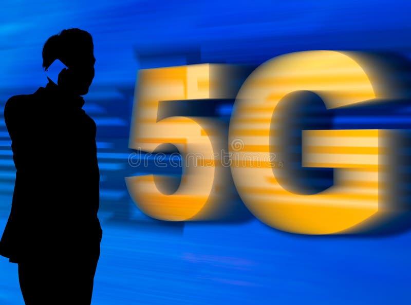 Um homem na silhueta que fala no telefone celular com rede 5G ilustração royalty free