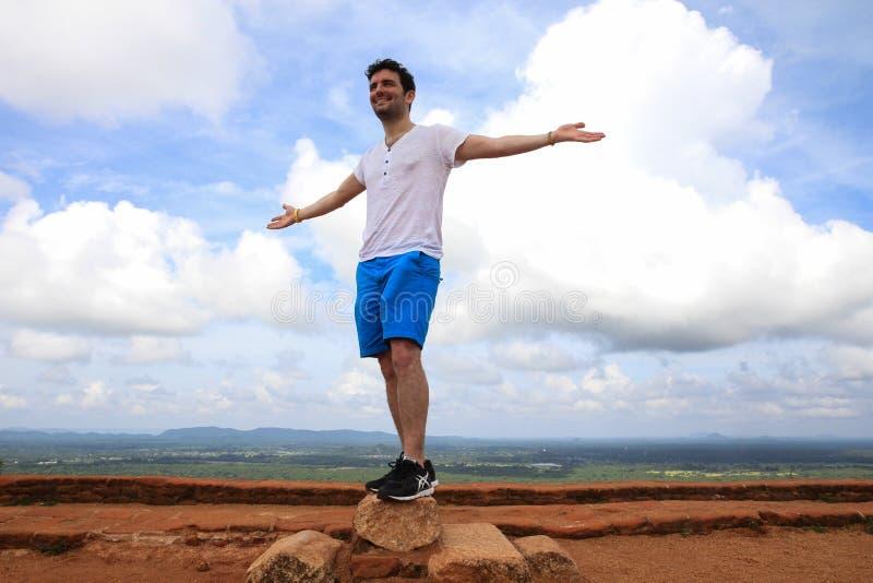 Um homem sobre Sigiriya foto de stock