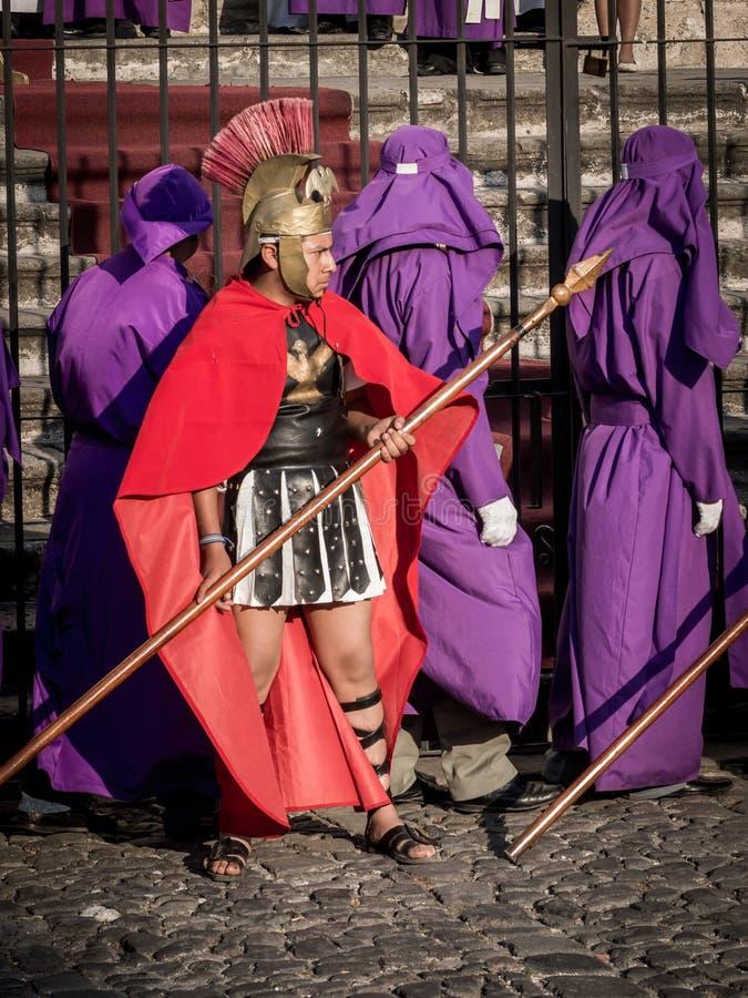 Homem no traje romano imagem de stock