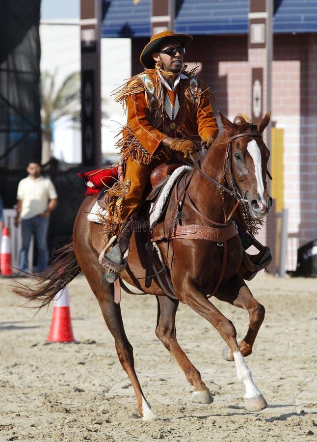 Um horserider executa em Maraee 2014, Barém imagem de stock royalty free