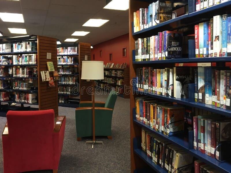 Um interior da biblioteca pública imagens de stock