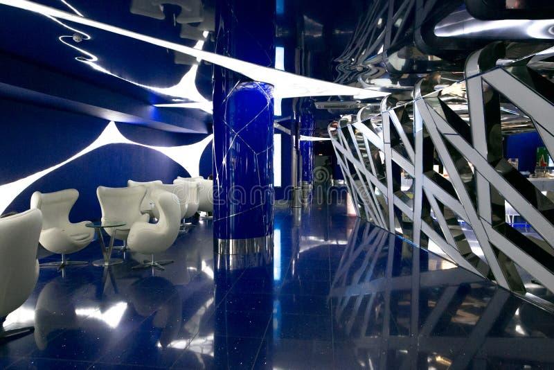 Um interior fantástico do futuro em cores de azul cinzento imagem de stock