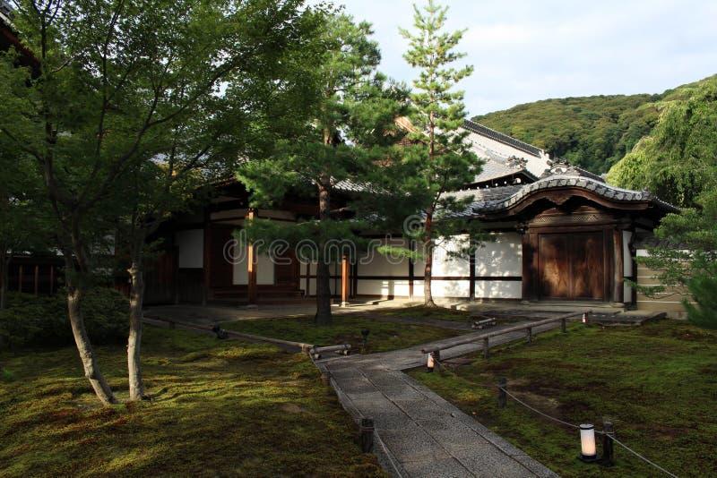 Um jardim japonês dentro do complexo do templo de Kodaiji em Kyoto, Japão fotos de stock royalty free