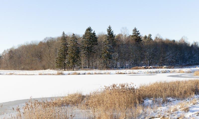 Um lago congelado imagens de stock royalty free