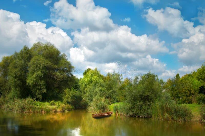 Um lago pequeno fotografia de stock royalty free