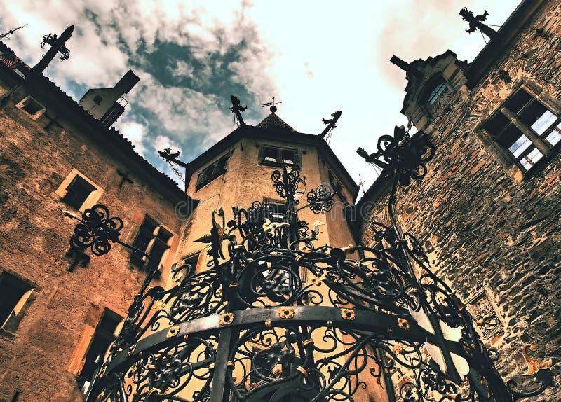 Um lindo castelo histórico e romântico no qual vários contos de fadas foram filmados foto de stock
