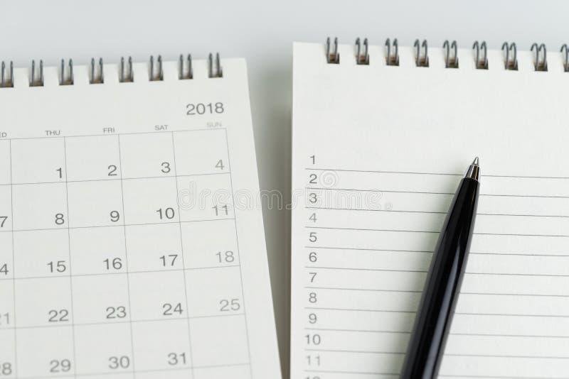 Um Listen- oder Arbeitsaufgabenpriorität zu tun listen Sie mit Datumskonzept, schwarzes p auf lizenzfreie stockfotografie