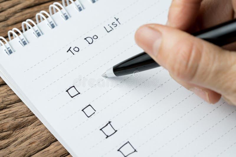 Um Listen zu tun, beenden Sie Arbeit, das Aufgabenprioritätskonzept, oben geschlossen von h stockfotografie