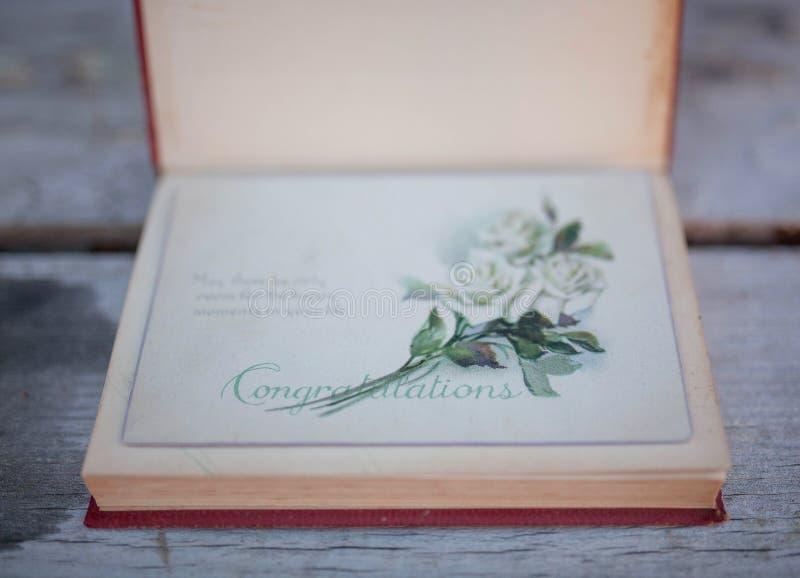 Um livro velho do vintage - felicitações! fotos de stock royalty free