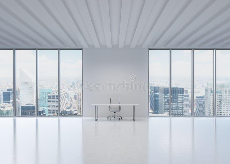 Um local de trabalho em um escritório panorâmico moderno em New York City fotografia de stock