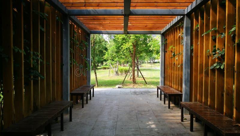Um lugar quieto com cadeiras e plantas fotos de stock royalty free