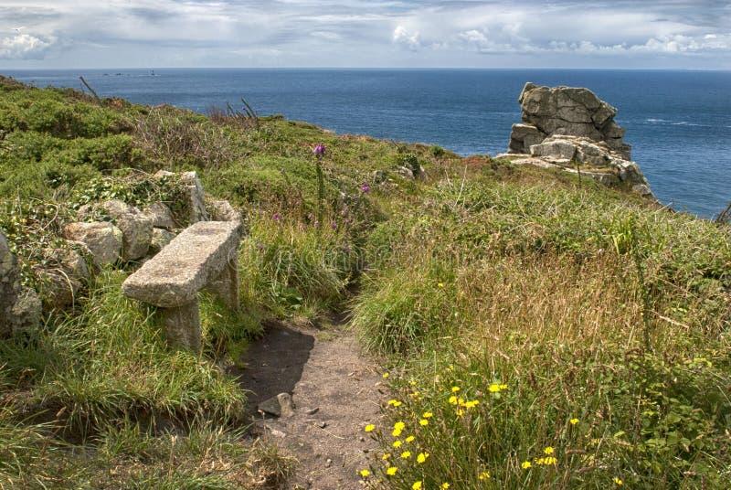Um lugar a sentar-se, perto do cabo Cornualha fotos de stock