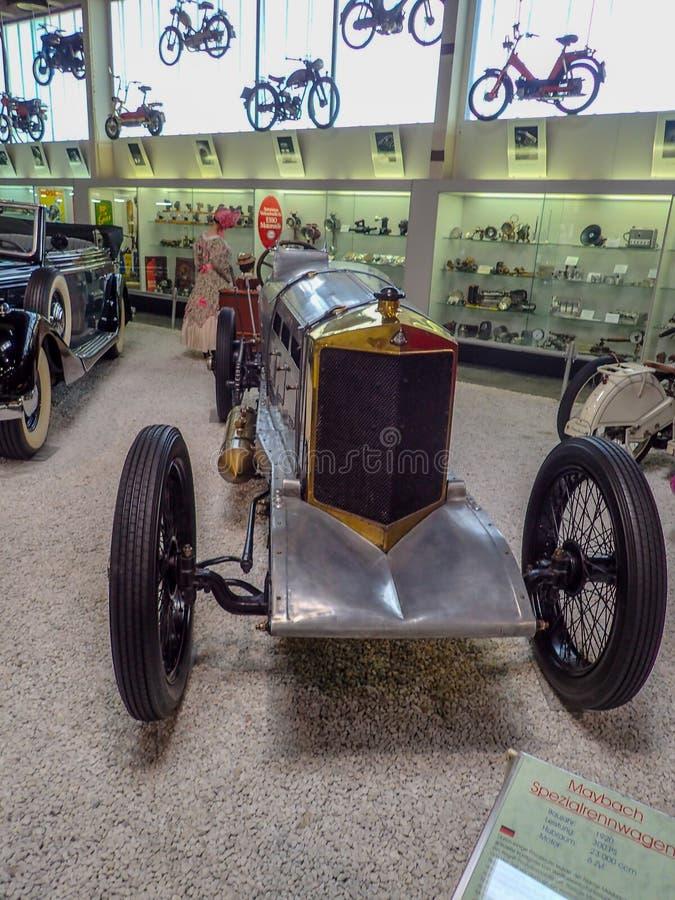 Um maybach velho em um museu imagens de stock royalty free