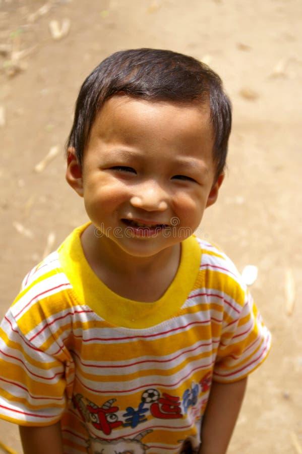 Um menino chinês bonito e novo fotos de stock