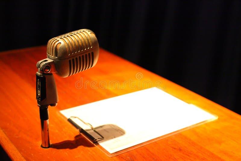 Um microfone foto de stock royalty free