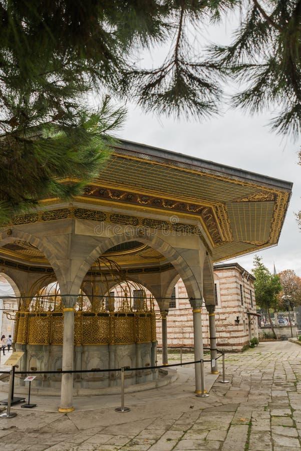 Um miradouro bonito em torno de Hagia Sophia, basílica patriarcal cristã, mesquita imperial e agora um museu Istambul, Turquia foto de stock