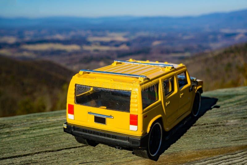 Um modelo à escala de Hummer 2003 H2 que negligencia o Shenandoah Valley fotografia de stock