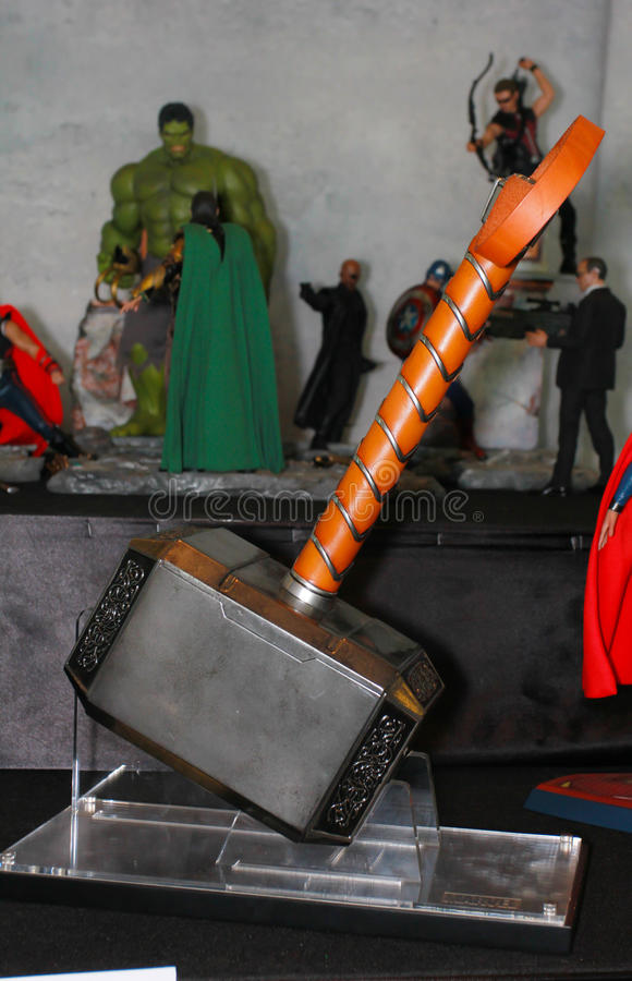 Um modelo de Thor Hammer dos filmes e da banda desenhada 2 imagem de stock