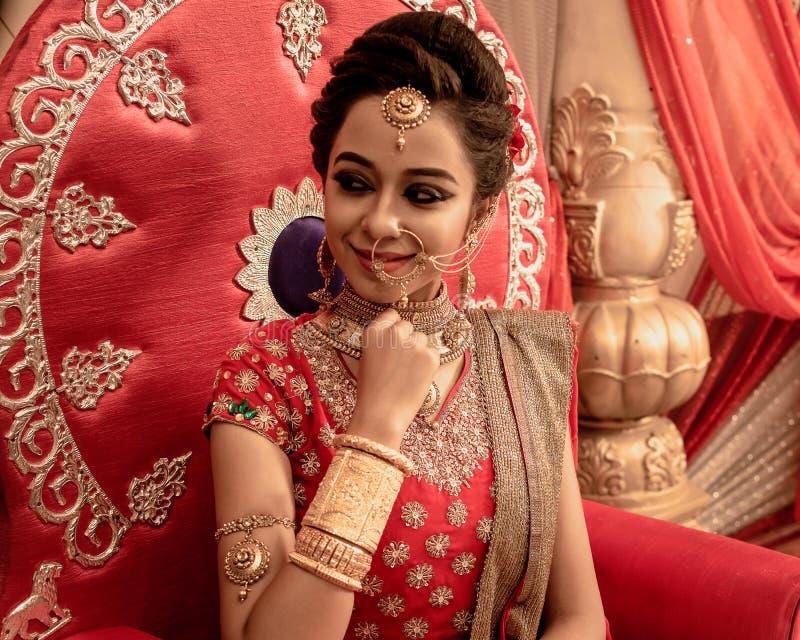Um modelo indiano novo bonito não identificado fotos de stock royalty free