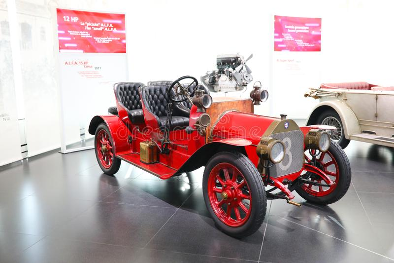 Um modelo magnífico de Alfa Romeo 15HP Corsa na exposição no museu histórico Alfa Romeo fotografia de stock