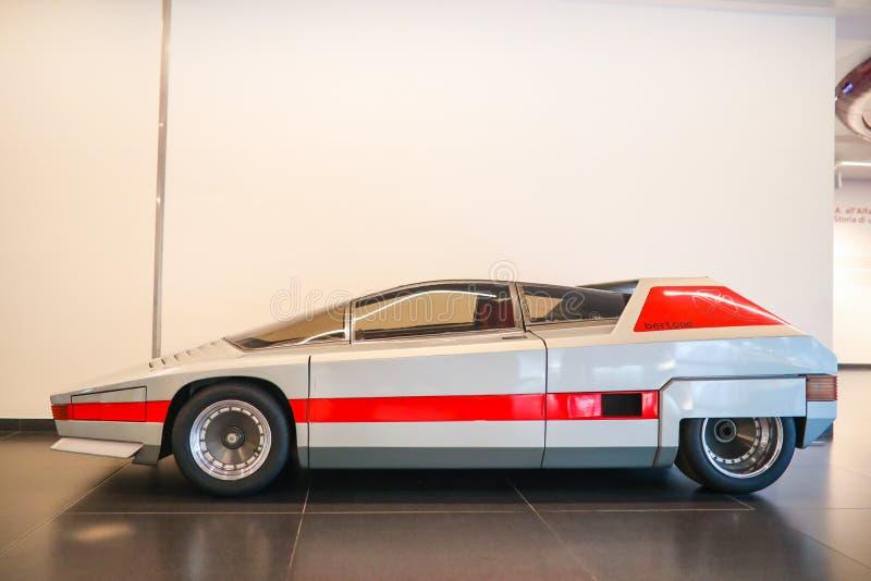 Um modelo magnífico de Romeo Bertone Navajo do alfa na exposição no museu histórico Alfa Romeo fotos de stock