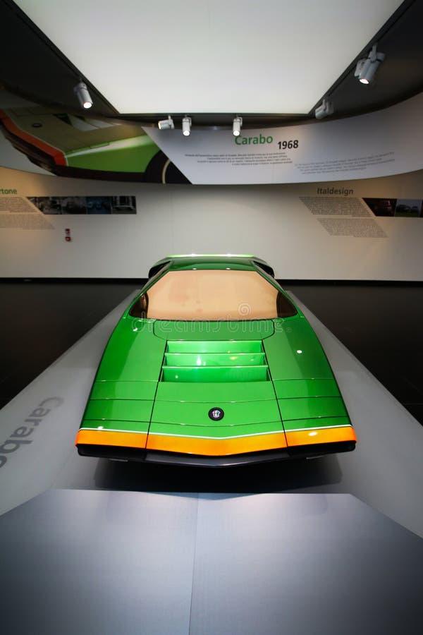 Um modelo magnífico de Romeo Carabo Bertone do alfa na exposição no museu histórico Alfa Romeo imagens de stock royalty free