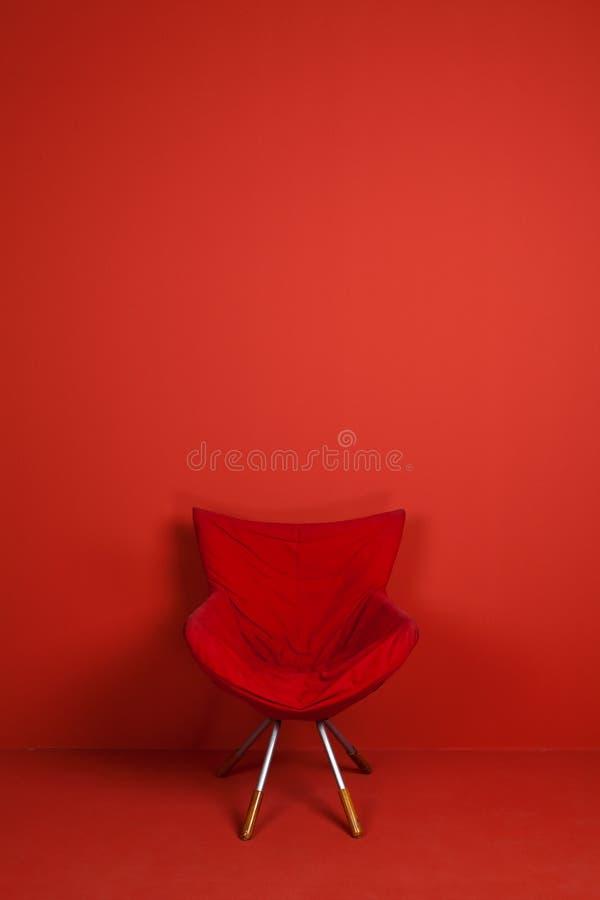 Um modelo vermelho da cadeira fotografia de stock royalty free