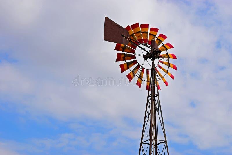 Um moinho de vento agrícola foto de stock royalty free