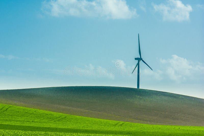 Download Um moinho de vento só imagem de stock. Imagem de potência - 29843807