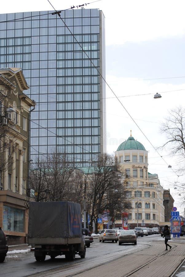 Um momento da vida do transporte urbano em Donetsk fotos de stock royalty free