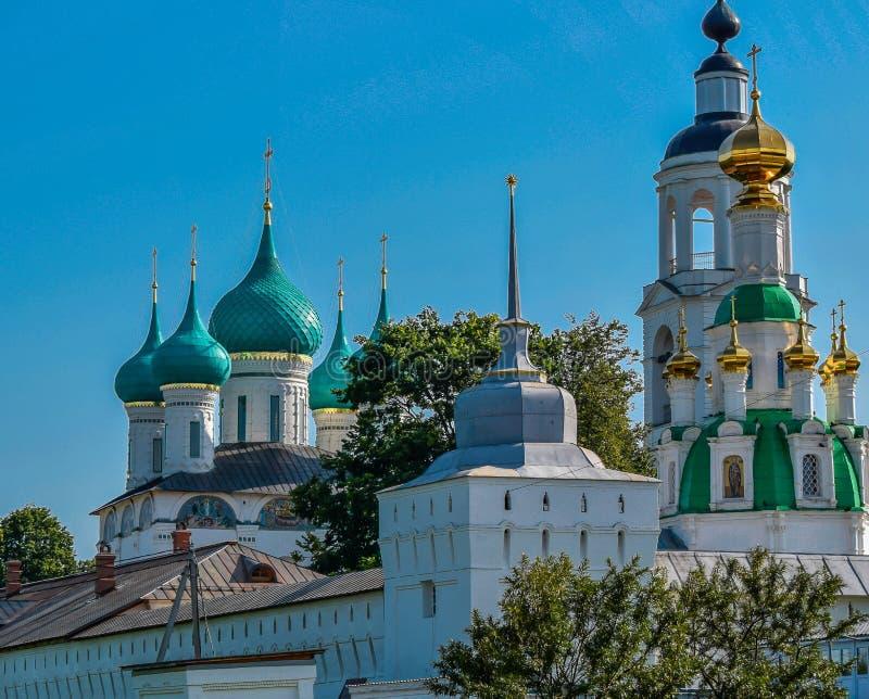 Um monastério antigo na região de Yaroslavl fotografia de stock