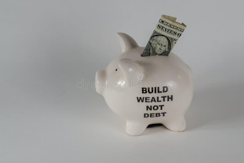 Um moneybox leitão branco com uma nota de dólar imagem de stock royalty free