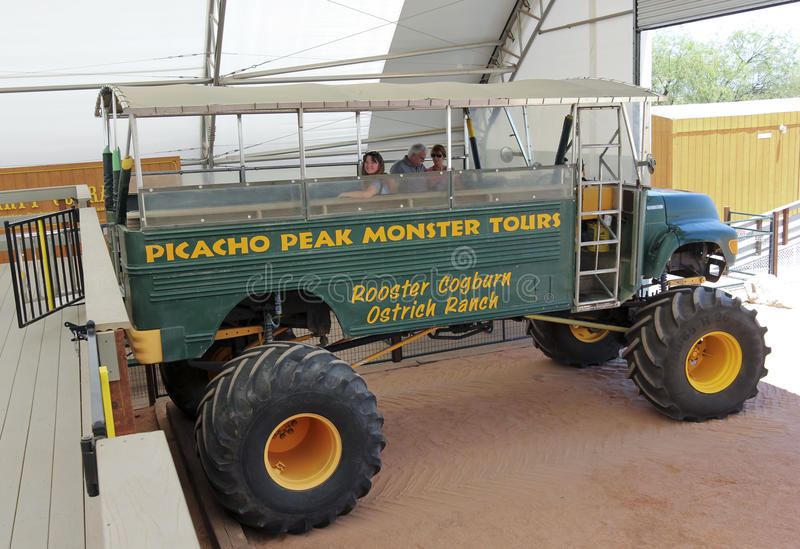 Um monster truck, rancho da avestruz de Cogburn do galo, Picacho, o Arizona imagem de stock